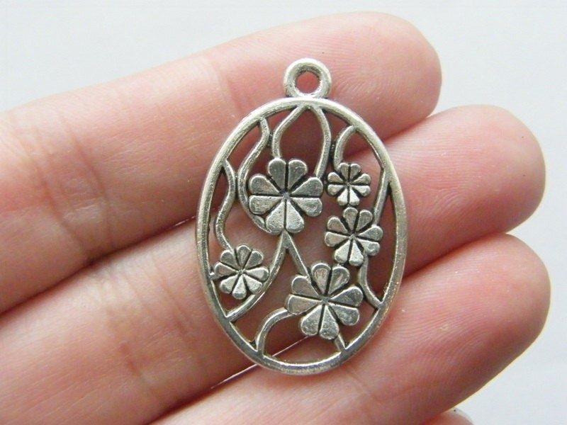 8 Flower pendants antique silver tone F53