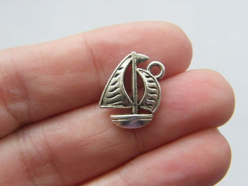 8 Boat charms antique silver tone TT57