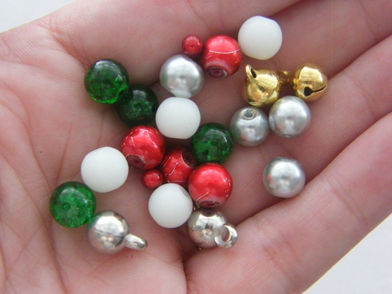 The Christmas Bead Collection - 22 pieces CC14