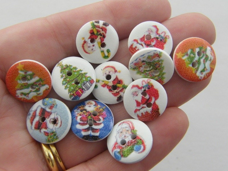 30 Christmas buttons 2 holes 15mm wood CT32