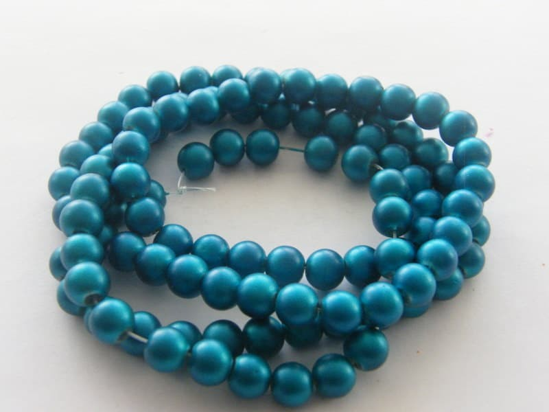 104 Blue glass beads B100