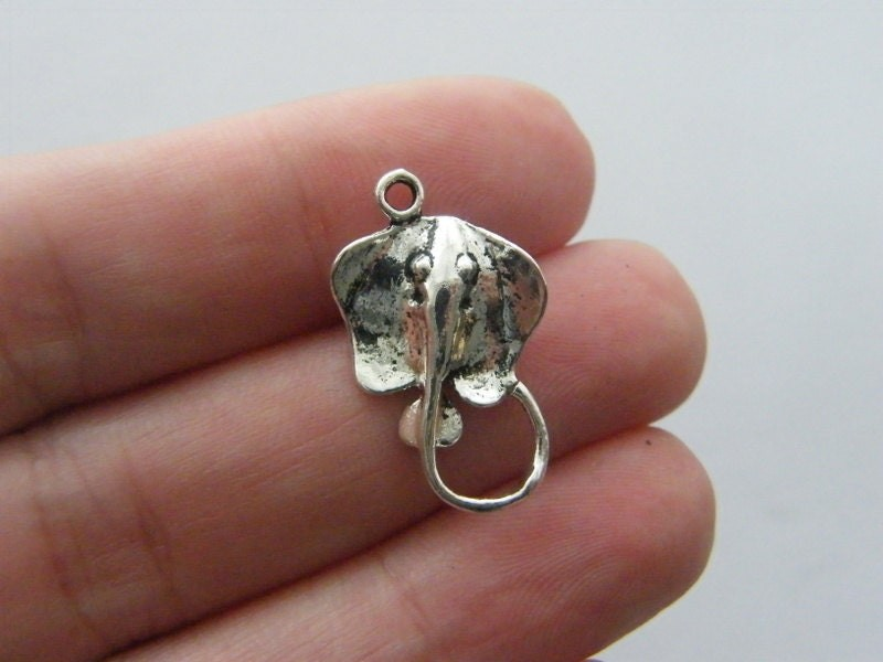 12 Stingray charm antique silver tone FF33