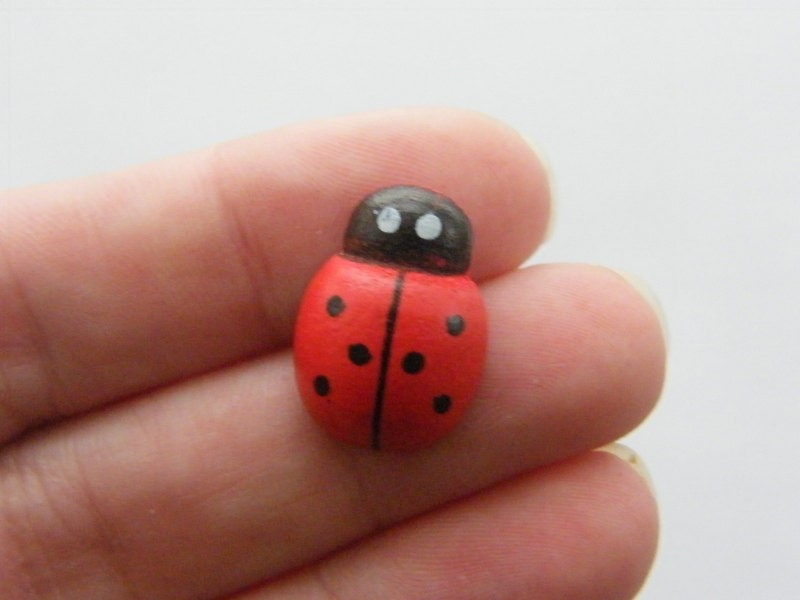 25 Large wooden ladybugs 19 x 13mm A658