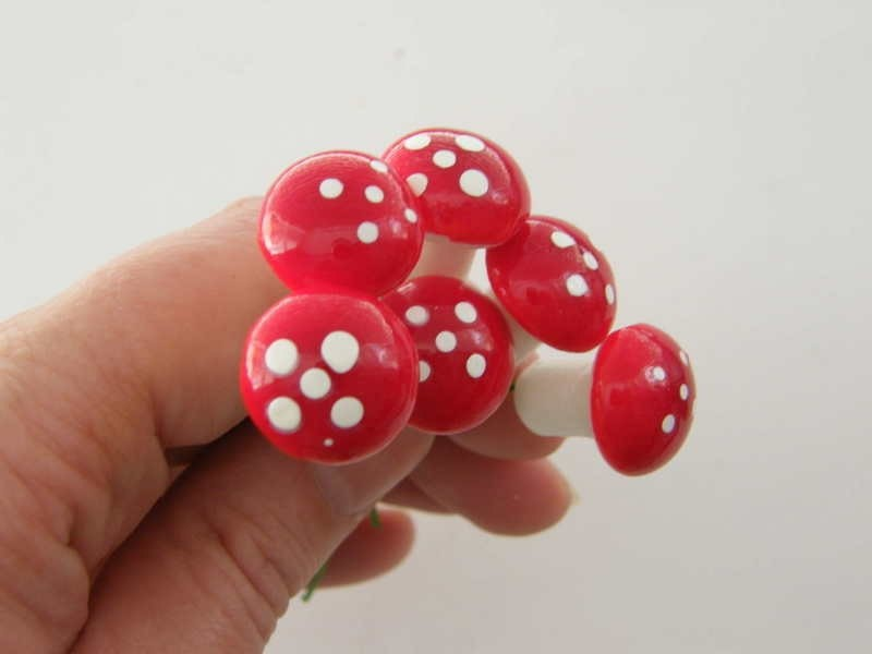 20 Mushroom 20 x 70mm red white foam
