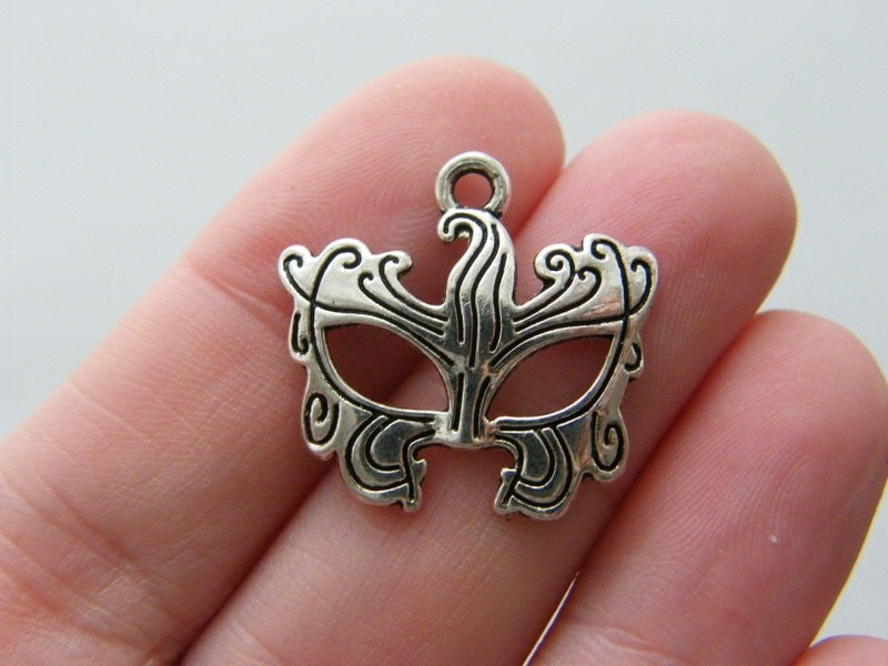8 Mask charms antique silver tone CA77