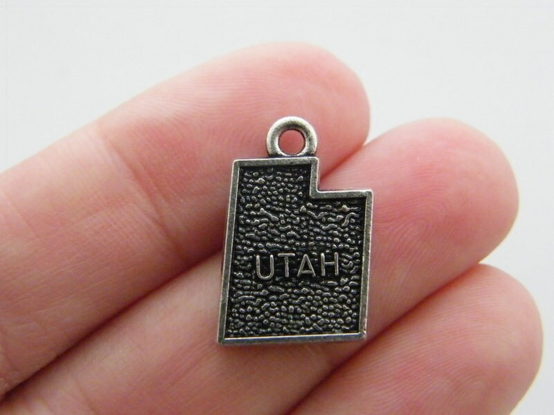 4 Utah map charms antique silver tone WT136